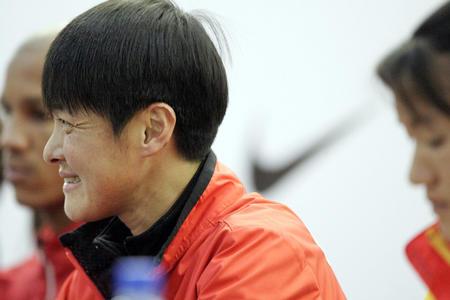 [体育](3)田径�D�D北京国际马拉松赛运动员与记者见