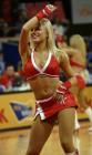 图文:NBA中国赛火箭美女热力四射 美女半遮面