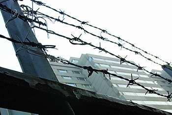 20余不明身份者闯韩领事馆 多为妇女儿童(附图)