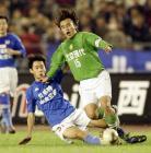 图文:北京2-0胜青岛 陶伟被刘健侵犯