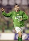 图文:北京2-0胜青岛 耶利奇庆祝进球