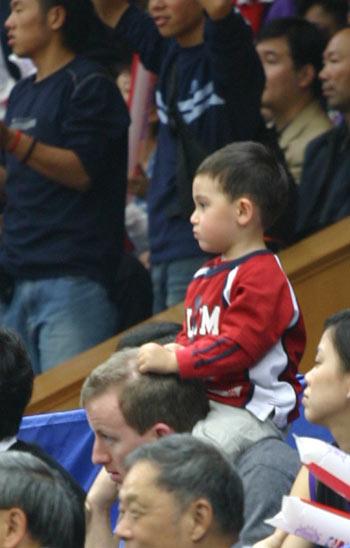 图文:NBA中国赛火箭VS国王 他们长的真高呀