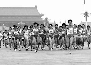 北京国际马拉松赛 直击两名选手猝死全过程