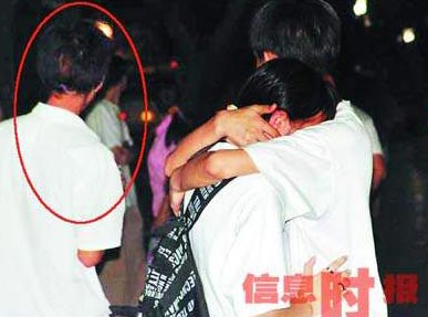 之际趁小学生情侣忘情行窃拥抱小偷接吻(银铜柳州组图小学路图片