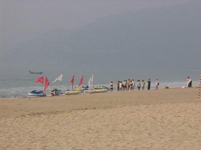现场图片:三亚亚龙湾 凯越HRV等待登场