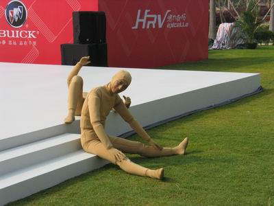 现场图片:凯越HRV的吉祥物木偶人与来宾互动