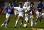 图文:青岛0-1天津 天津队组织进攻