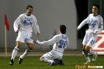 图文:青岛0-1天津 天津队队员庆祝进球