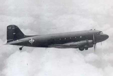 飞机在飞行中随时都有坠毁和撞山的危险,飞机失事率高得吓人,因此它又