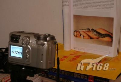 图1将相机使用三脚架固定并将镜头与图像垂直放置-手把手教你用数码