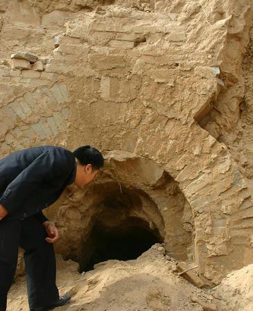 陶家寨汉墓群被挖成了20000多平方米的大土坑