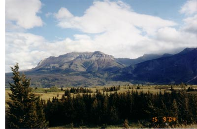 """湖公园""""群山与大平原相会""""的蒂貌特色来源:人民网-加拿大沃特顿"""