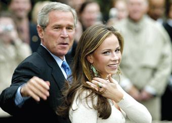 夫人去新罕布什尔州拉票之际,布什在另一女儿芭芭拉陪同下,21日准备