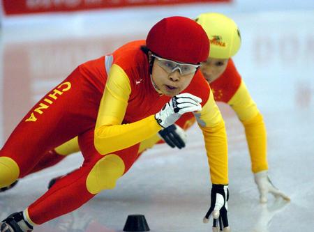 [体育](4)速度滑冰�D�D短道速滑世界杯哈尔滨站赛况