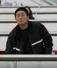 图文:天津3-0北京 杨祖武观战表情凝重