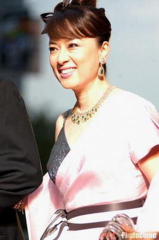 图文:东京电影节开幕 众星亮相红地毯-翁倩玉