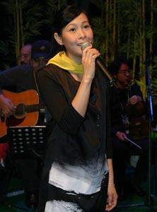 签唱会上遭歌迷强抱 刘若英称袭胸更可怕(图)