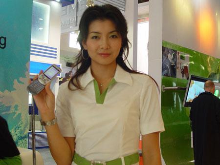 索尼爱立信S700模特