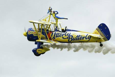 英国ubb空中杂技特技飞行表演队使用的轻型古董飞机波音斯蒂尔曼古典