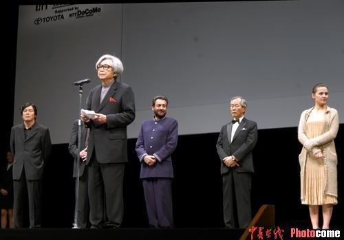 """图文:""""黑泽明奖""""获得者山田洋次致辞-1"""