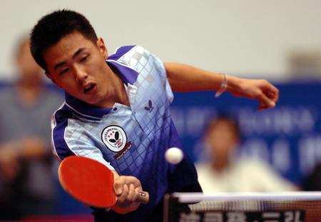 图文:世界杯乒乓球赛韩国选手朱...