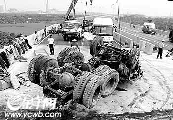 11月26西海岸新区车祸