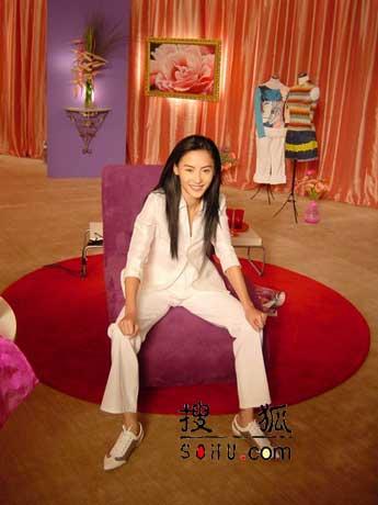 组图:张柏芝拍广告展妩媚 期待白马王子出现