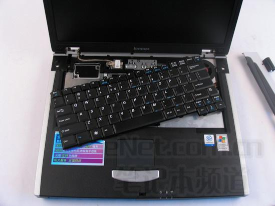 放上键盘; 联想老本旭日150笔记本拆解详细资料