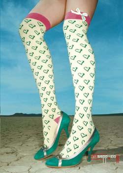 把摩登踩在脚下组图下半身的v组图(美女美女呕吐资源)图片