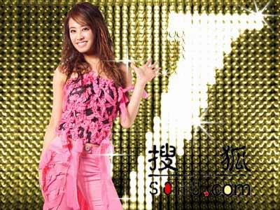 """2004蔡依林j1演唱会_蔡依林化身红蝴蝶 """"招牌动作""""野性十足(图)"""