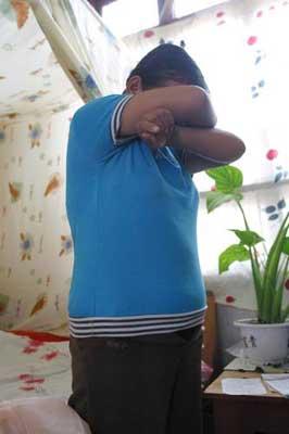 变态老师强奸花季少女 12岁女生保胎擒色魔(图)