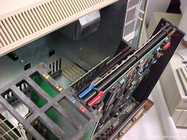 "MHz 只读存储器:12K 内存:48 Kb 最大内存:64 Kb 软盘驱动器:可选 声音:单声道 开始上市时间:1977年 终止销售时间:1980年 价格:1195美元 软件系统:AppleDOS [[img src=""http://simg.sinajs.cn/blog7style/images/common/sg_trans.gif"" real_src =""http://photo.sohu."