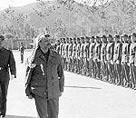 阿拉法特检阅部队