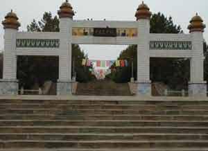 乌兰夫题字的 成吉思汗陵 门楼 末代蒙古王爷揭秘成吉思汗高清图片