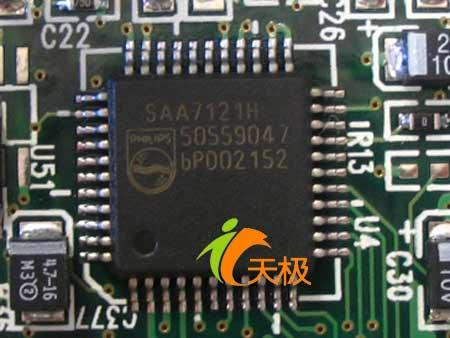 视频编码器采用了飞利浦的saa7121h芯片.
