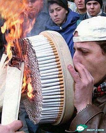 [人物]抽死他个大烟鬼