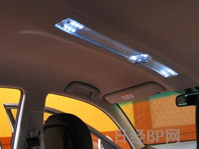 丰田Mark X车内照明和指示灯大量使用LED