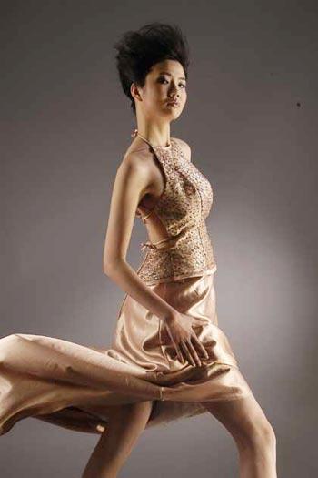 2003年第四届cctv 模特电视大赛冠军-易涵,图片尺寸:250×309,来自