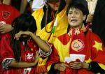 图文:中国无缘最终8强战 女球迷现场以泪洗面