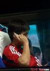 图文:中国7-0中国香港 李霄鹏打电话