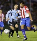 图文:乌拉圭主场1-0胜巴拉圭 巴雷托带球突破