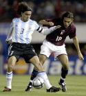 图文:阿根廷主场3-2委内瑞拉 索林与对手争抢