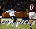 图文:阿根廷主场3-2委内瑞拉 萨维奥拉射门瞬间