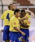 图文:哥伦比亚主场1-0胜玻利维亚 拥抱庆祝进球