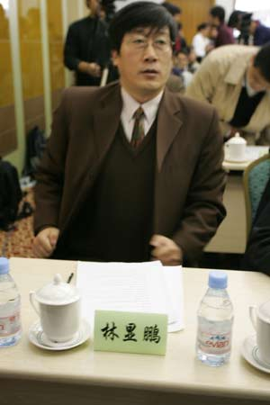 图文:中国足球体制改革理论研讨会-林显鹏在会场