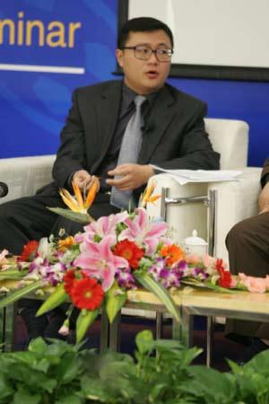 图文:中国足球改革研讨会-专家林显鹏在发言