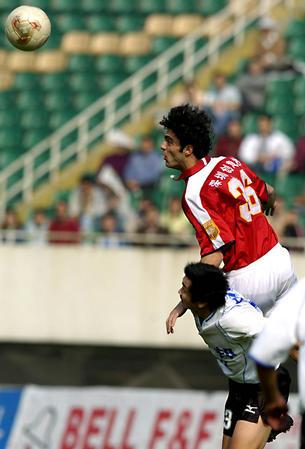 前卫 足球队1995年在武汉冲上甲b,改名为前卫寰岛.