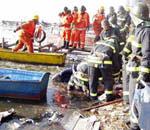 救援人员现场打捞
