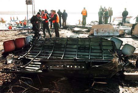 昨日8时21分,由包头飞往上海的; 失事飞机 md 客机; 飞机残骸图片