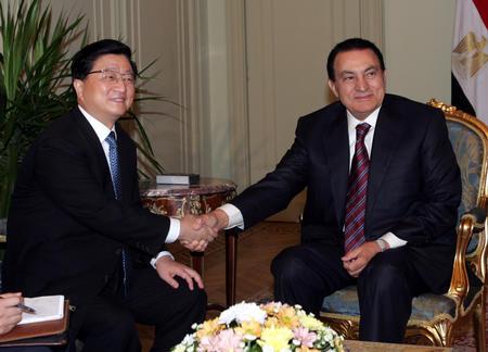 图文:黄菊会见埃及总统穆巴拉克(1)